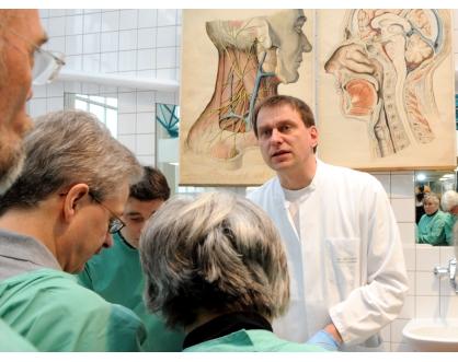 """Ärzte-Seminar """"Neuraltherapie bei Gelenkerkrankungen"""" am Institut ..."""